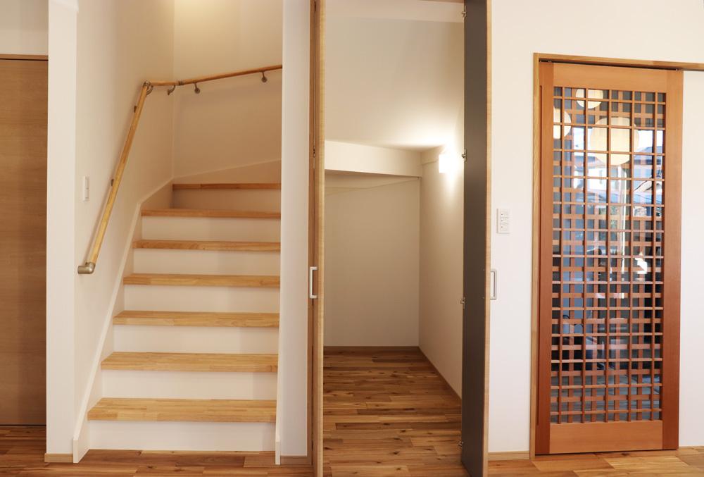 階段下まで有効活用するクローゼット